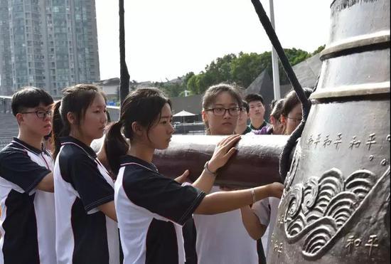 日本撤兵73周年纪念:南京市撞响友谊钟祈祷长存友谊